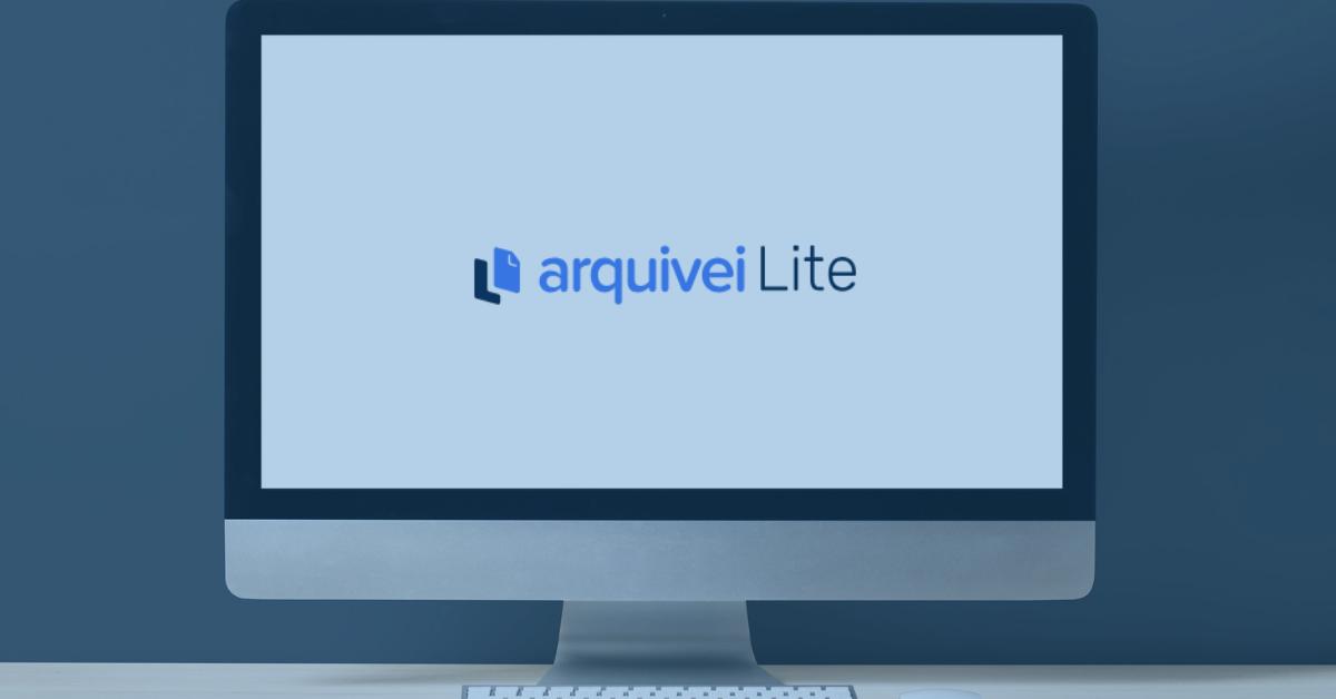 Um computador com a ferramenta arquivei lite para a consulta nota fiscal eletrônica rápida e fácil.